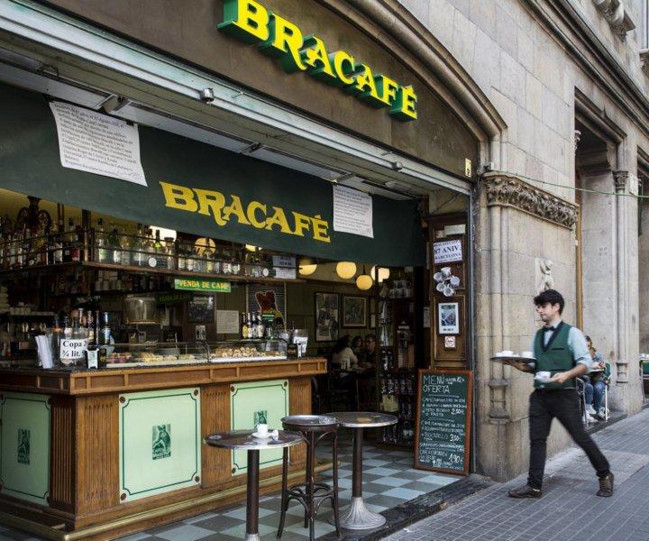 La notícia a El País: El Bracafé del carrer de Casp, de Barcelona. © Foto: JOAN SANCHEZ