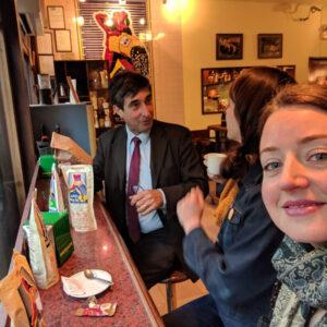 Shannon Michalski i Alexandra Patterson Kern amb Xavier de Erausquin a Bracafé.